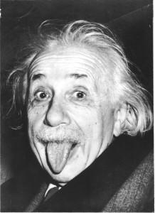 1916 - Albert Einstein publica a teoria da relatividade.